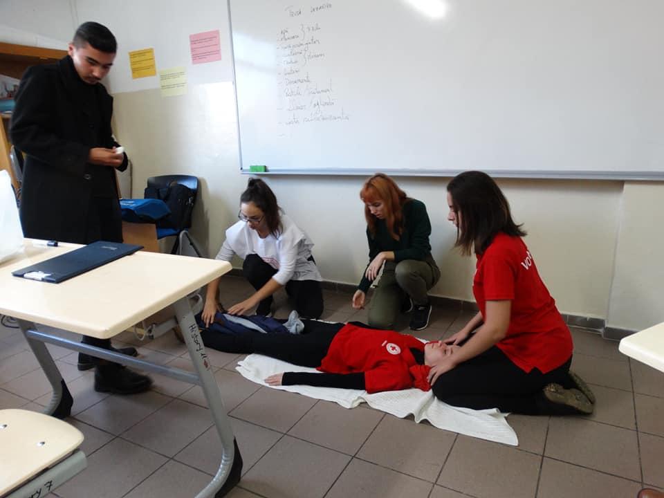 Crucea Rosie, a organizat un curs de prim ajutor pentru cadrele didactice ale institutiei noastre