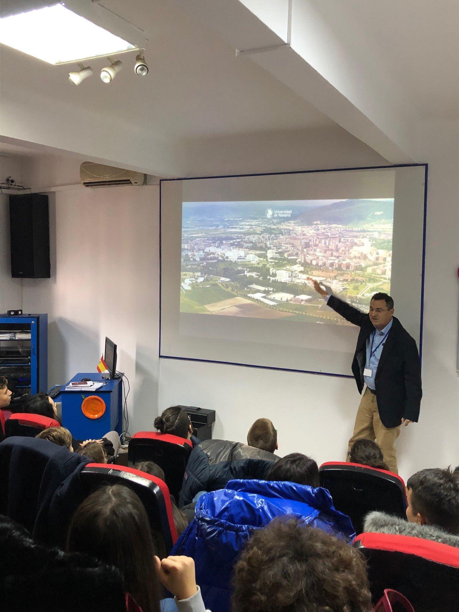 Reprezentantul internațional al Universității din Navarra, Spania